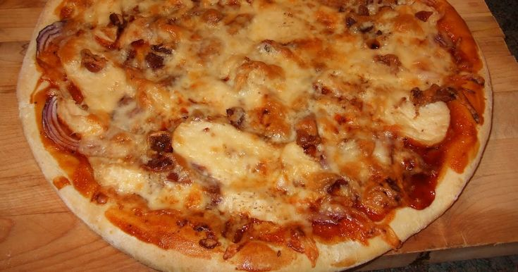 J`aime beaucoup , sa fais changement ! une pâte a pizza sauce barbecue sucrée( au miel, a la cassonade,ou a l'érable) une poitrine d...
