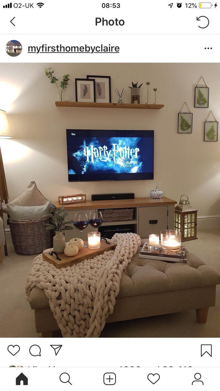 Ich Denke Ich Liebe Das Am Meisten Weil Harry Potter Im Fernsehen Ist Tv Room Decor Snug Room Living Room Decor Apartment