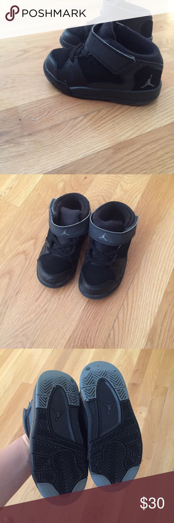 Jordan sneakers for boys Original Jordan shoes for boys in very good condition but they have some scratches in the front (please see photos), no other flaws. Size 8.5/ US 26 (15 cm inside). Jordan Shoes Sneakers