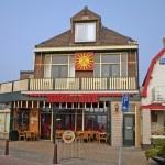 cafe de zon in wijk aan zee