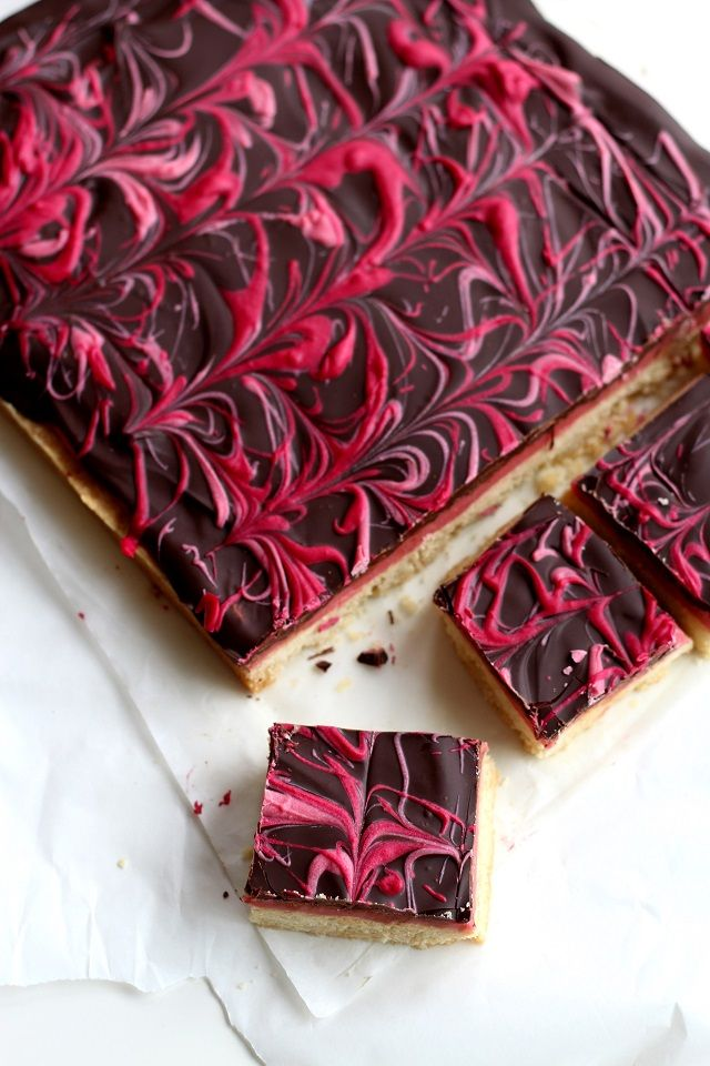 Elle Bloggs - A London Foodie Lifestyle blog : GUEST POST: THEY CALLED IT THE DIAMOND BLOG - RASPBERRY CARAMEL MILLIONAIRE SHORTBREAD