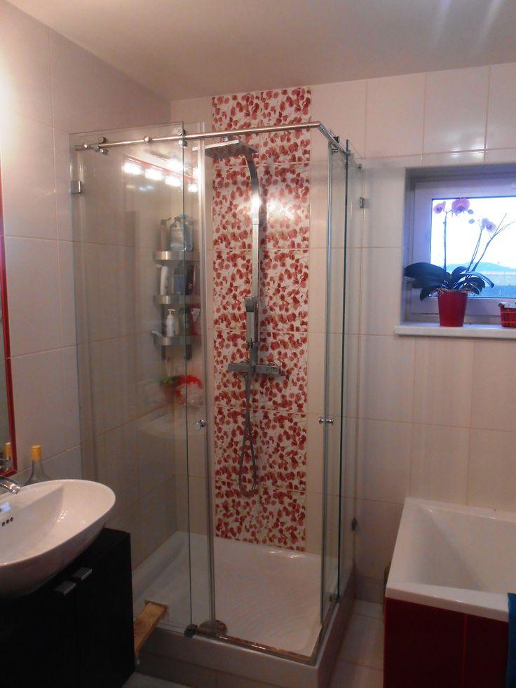 Glass wall , Glass shower, Sprchový kút zo skla so sprchovými dverami, krásny design #sprchovykut #sprchovacikut #sprchovekuty #sprchovaciekuty #glass #shower #glasswall