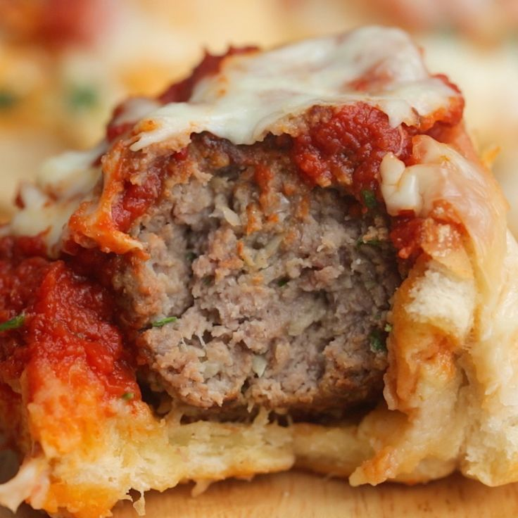 Meatball Marinara Pull-Apart Buns - Twisted