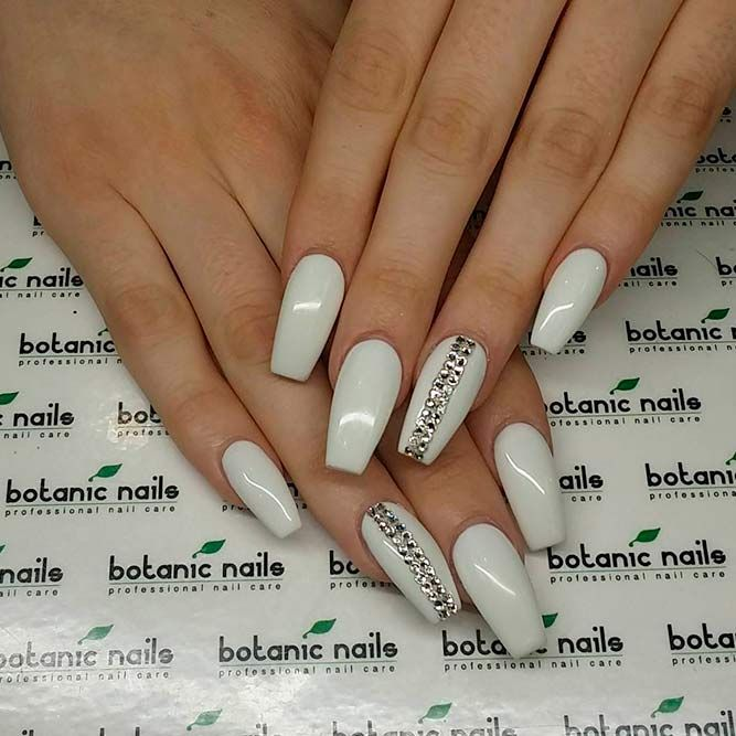 Awesome White Acrylic Nails Naildesignsjournal Com White Acrylic Nails Nails Design With Rhinestones Trendy Nails