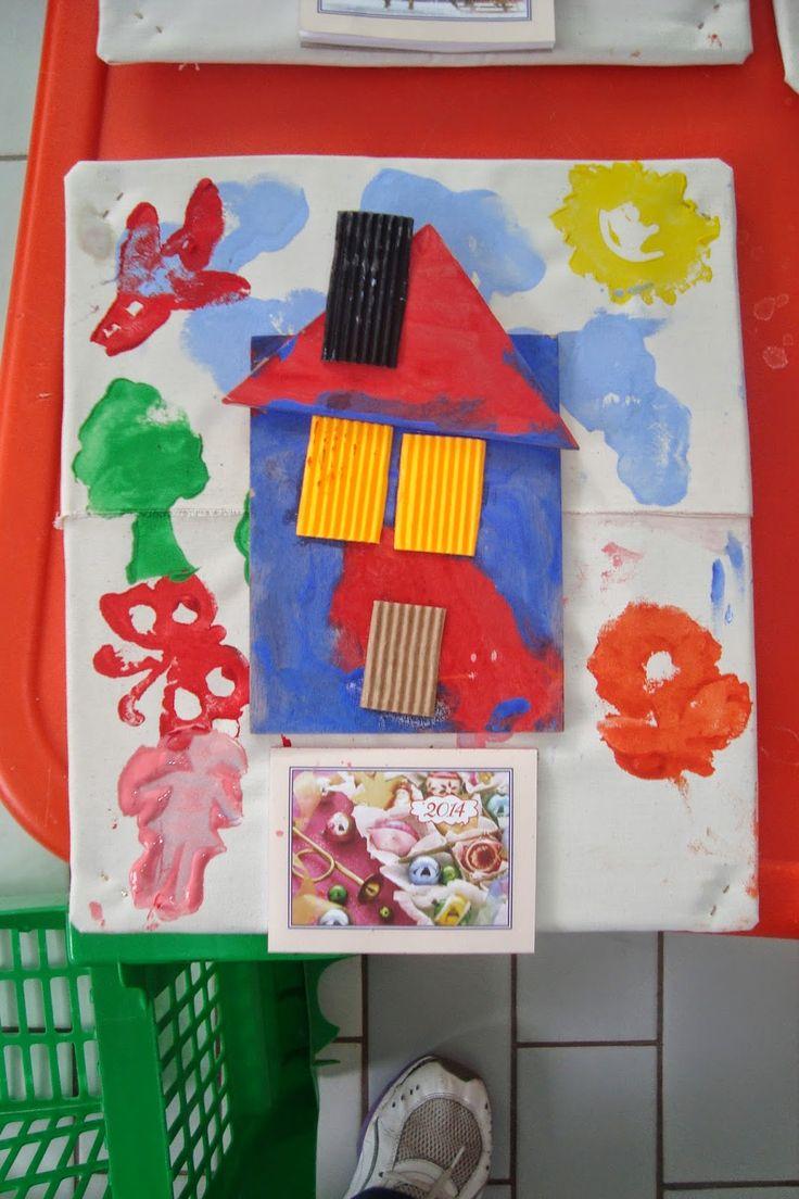 Φρου Φρουκατασκευές στον Παιδικό Σταθμό!: Χριστουγεννιάτικες κατασκευές - Τα ημερολόγιά μας! Η βάση είναι από χαρτόκουτο καλυμμένο με ύφασμα. Πρώτα έκαναν σφραγίδες, στη συνέχεια κόλλησαν το σπιτάκι το οποίο είχαν ετοιμάσει.