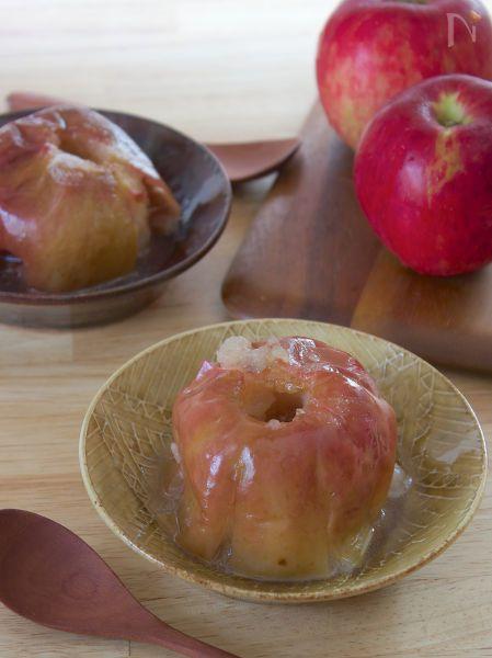 王道焼きりんごのレシピです  トースターやオーブンに放り込んでおけば勝手においしいデザートができちゃいますよ♬