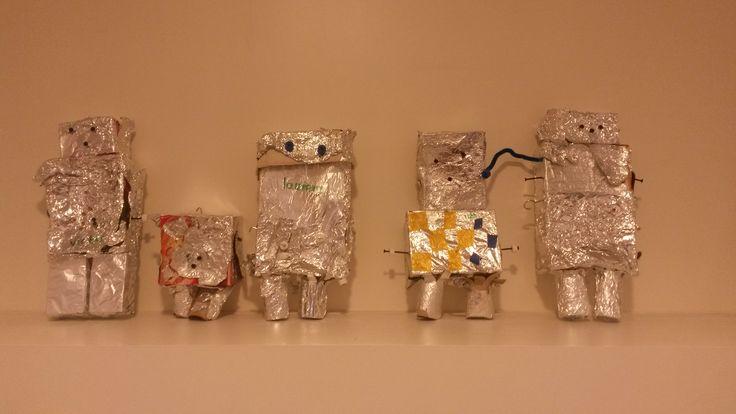 robots knutselen van doosjes en wc rollen