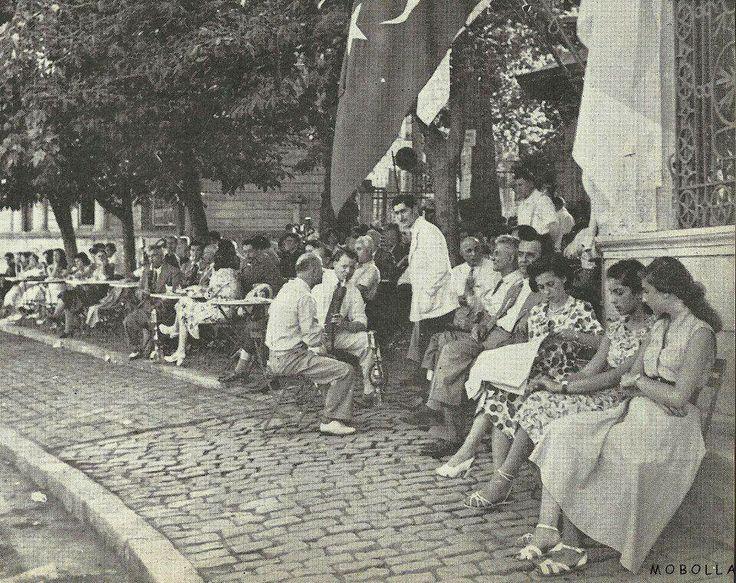Emirgan sahili. Yıl 1953.