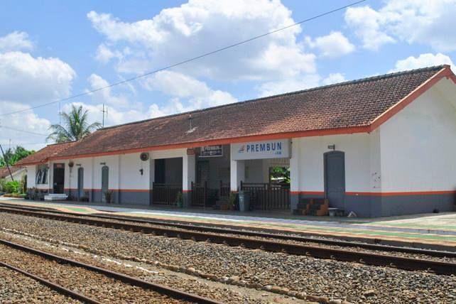 Stasiun Prembun (PRB) merupakan stasiun kereta api kelas tiga yang berada Prembun, Prembun, Kebumen. Stasiun yang terletak pada ketinggian +9 m dpl ini berada di Daerah Operasi V Purwokerto. Stasiun Prembun berada di belakang Pasar Kulon. Stasiun ini memiliki tiga jalur kereta api aktif dan satu jalur buntu (badug).