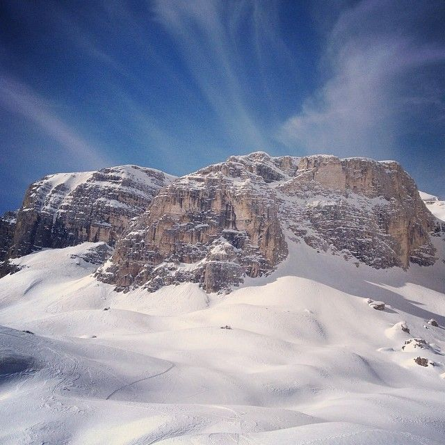 """Good morning from the Dolomites! Todays tip is to go aroud the Sella mountain, you can choose between the orange or the green way """"Sella Ronda"""". 42km around and not a second when you couldn't see the lovely Sella mountain. #alpstafetten #stsalpresor #skists #valgardena #sellaronda"""