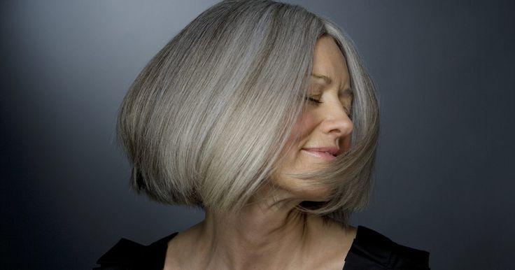Como tratar as ondas de calor da menopausa sem usar hormônios. Para muitas mulheres, as ondas de calor são uma parte comum, e indesejada, da menopausa. A Mayo Clinic afirma que cerca de três quartos de todas as mulheres têm ondas de calor durante a menopausa. Elas podem ocorrer em qualquer momento, causando transpiração e desconforto significativos. Para as mulheres que não podem tomar hormônios, ou que ...