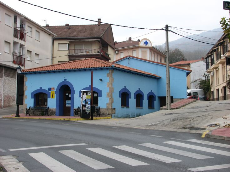 La Casa Azul. Se trata de la Oficina de Turismo de Villanueva de la Vera.