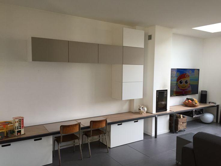 Kindertafel / schoolstoeltjes / opbergruimte