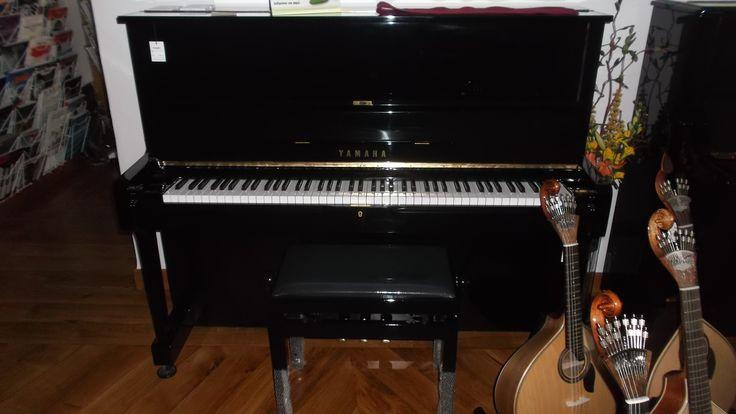 Boa tarde! Pianos Yamaha usados ou semi-novos, encontra no Salão Musical de Lisboa. Mecânica completamente restaurada. Venha experimentar!  http://www.salaomusical.com/pt/search/?bxOrd=pasc&bxPgs=10&bxPag=1&bxTxt=vertical&bxPrc=0&bxMrc=24&bxCat=111&bxRef