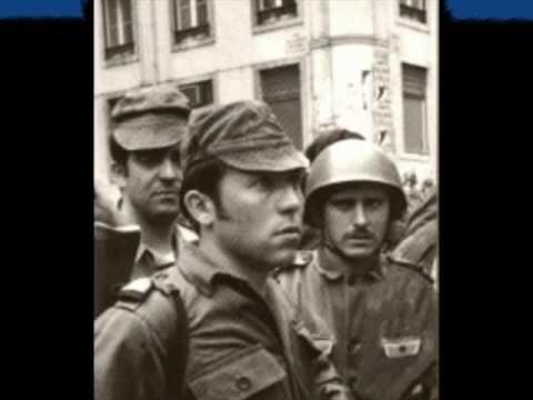 """""""Επανάσταση των Γαρυφάλλων""""! Στρατιωτικοί """"ρίχνουν"""" χούντα στην Πορτογαλία -"""
