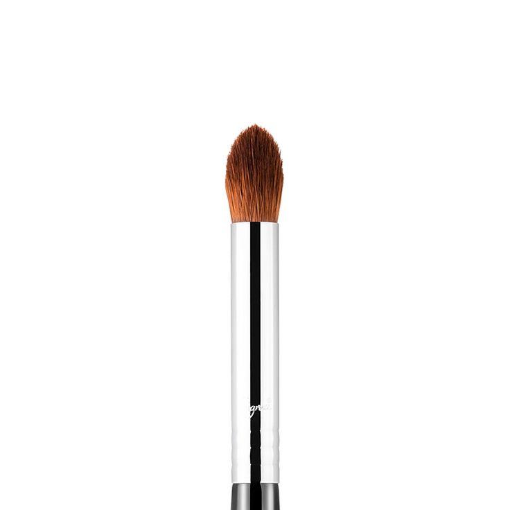 E44 Firm Eyeshadow Blending Brush