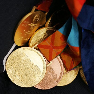 成田はこれまで出場したパラリンピックで20個のメダルを獲得した。写真はアテネパラリンピック時のメダル。(撮影:越智貴雄) / リオ超人烈伝「7年ぶりの復帰 ―そして、リオへ―」 ~水泳・成田真由美(前編)~ #オリンピック #パラリンピック #競泳