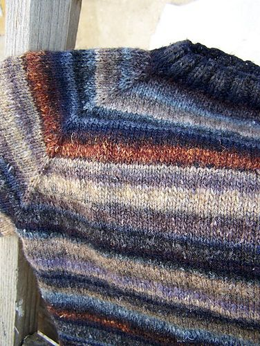 AMBER sweater is a simple design for a slightly fitted, raglan sweater with boat neck and short sleeves.