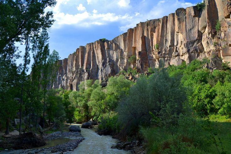 Ihlara vadisi/Aksaray/// Kanyon vadisi, bitki örtüsü, kilise ve şapelleriyle doğa, tarih, sanat ve kültür olgusunun bir arada buluştuğu Ihlara Vadisi, Dünyanın ikinci büyük kanyonu olarak Kapadokya'nın doğa harikasıdır.