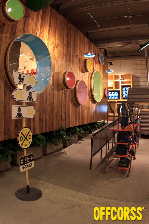 Tienda OFFCORSS Titán Plaza (Bogotá, Col.) by Plasma Diseño