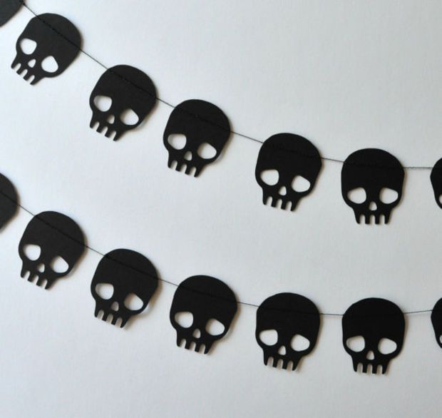 Paper Garland - Black Skulls.. i want for my birthday lol