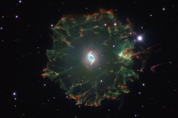"""планетарная туманность NGC 6543 """"Кошачий Глаз"""" из созвездия Дракона"""