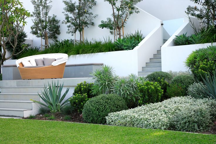 Positioned on the water, this modern residence in Longueville required a garden design that was equally as stunning. Landscaping closest to the house was