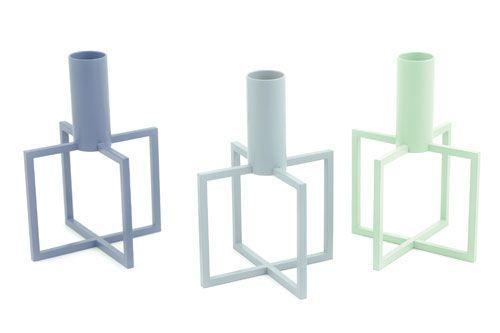 CRUX 1 er en smuk og minimalistisk sosl·lysestage. Den fås i flere lækre farver samt med belægning af ædelmetal. Kombiner dem gerne eller vælg din yndlingsfarve.