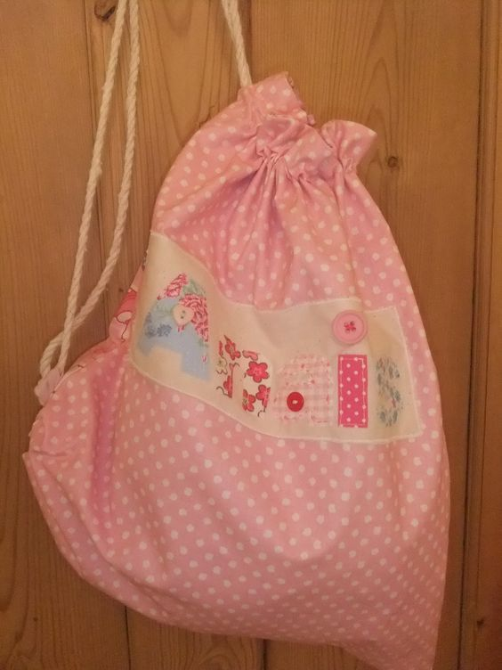Sew Scrumptious: Tutorials are hard but I did one anyway. PE bag tutorial.