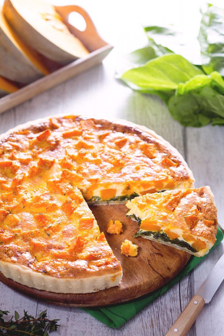 Un guscio di pasta brisè racchiude un ripieno morbido e setoso: ecco la nostra quiche di zucca e bieta! #Giallozafferano #recipe #ricetta #quiche