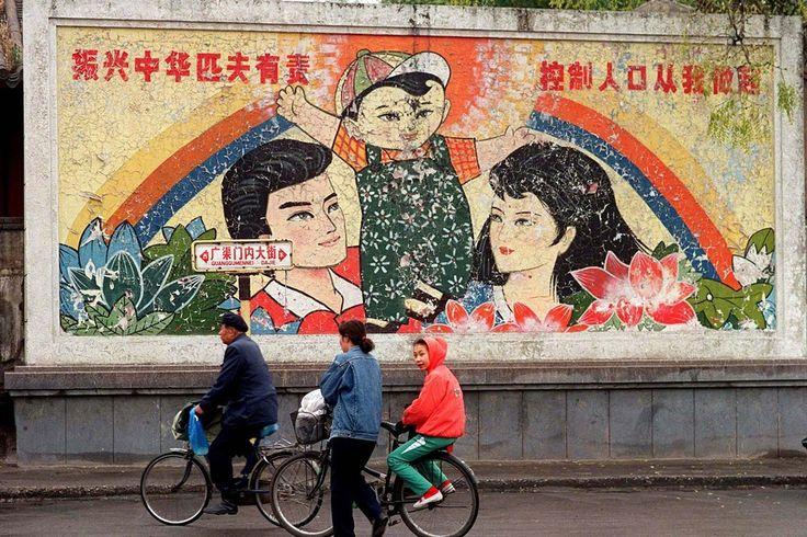 中国、一人っ子政策の厳守訴えるポスター