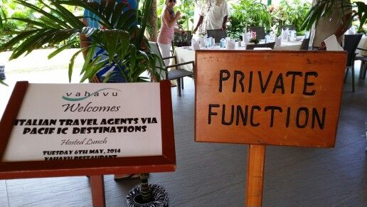 Please do Not disturb! Travel agents At dinner
