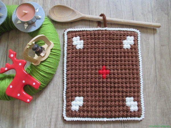 Einen Lebkuchen als Topflappen hat nicht jeder. Super für Weihnachten + Advent + natürlich super als Deko + als Schutz für die Finger. Hol Dir das Freebook.
