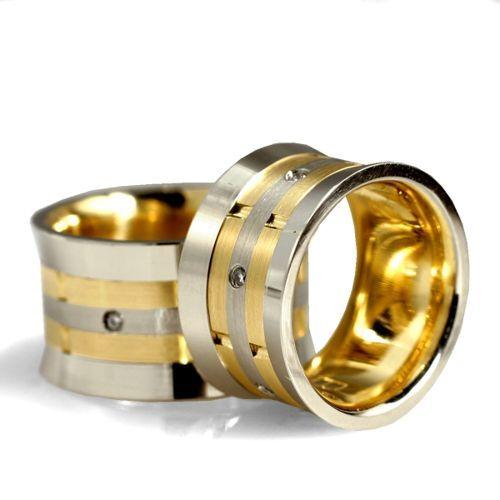 Obrączki ślubne z białego i żółtego złota z brylantami o łącznej masie 0,12 ct. Próba 0,585