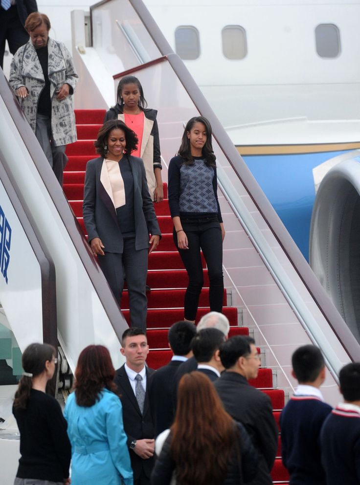 Michelle Obama Photos - (CHINA OUT) First Lady Michelle Obama with her daughters Malia Obama and Sasha Obama arrives at Chengdu Shuangliu International Airport on March 24, 2014 in Chengdu, Sichuan Province of China. Michelle Obama's one-week-long visit in China will be focused on educational and cultural exchanges. Michelle Obama's one-week-long visit in China will be focused on educational and cultural exchanges. - Michelle Obama Travels to China: Day 5