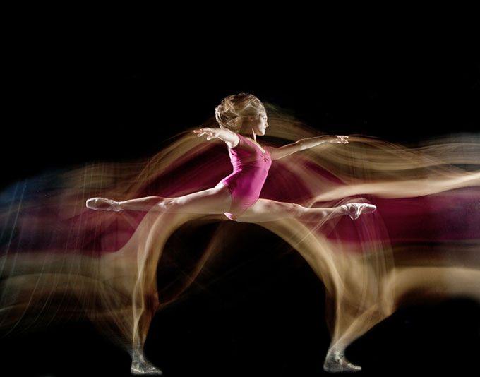 Fotos em longa exposição capturam movimentos de dançasZupi