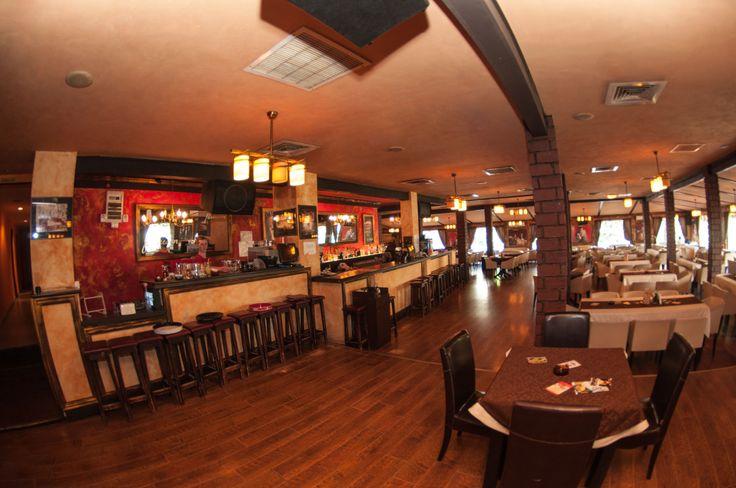 Restaurantul Padrino este un Pub Restaurant amplasat in Suceava. A fost deschis in decembrie 2008 la initiativa a 2 oameni curajosi care au conceput si au crezu