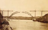 Le pont Maria-Pia sur le Douro à Porto (Portugal), montage de l'arc.(Crédits: RMN (Musée d'Orsay / H. Lewandowski)