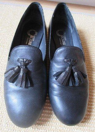 Kaufe meinen Artikel bei #Kleiderkreisel http://www.kleiderkreisel.de/damenschuhe/ballerinas/150720545-schwarze-slipper-mit-tassel-leder-im-metalliclook-385