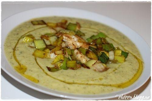 Krema grønnsakssuppe med torsk og purreløk, uten melk og gluten.