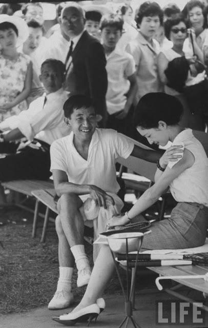 天皇皇后両陛下 as 皇太子継宮明仁親王(つぐのみやあきひとしんのう)殿下, 同妃美智子(みちこ)殿下時代  Emperor Akihito and Empress Michiko