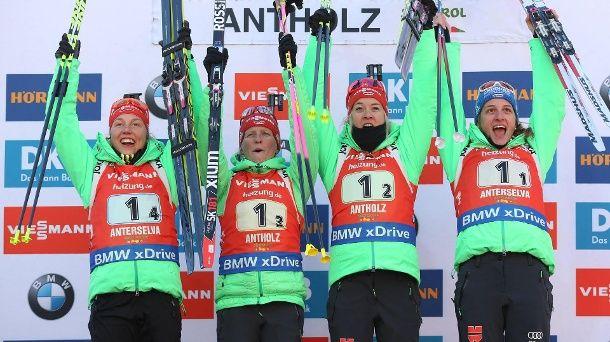 Erfolgreiches Quartett: Dahlmeier, Franziska Hildebrand, Maren Hammerschmidt und Vanessa Hinz (von links) waren in der Staffel von Antholz nicht zu schlagen. (Quelle: imago/Gepa Pictures)