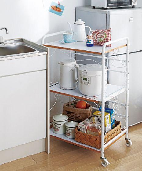 高知市の不動産専門<スタッフブログ> | 有限会社グローバル住宅 冷蔵庫とシンクの間にスペースがあれば、キッチンワゴンを設置するのもおすすめですよ。