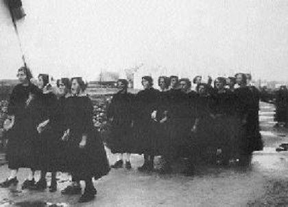 Sardinières en grève, 1926 - Pays Bigouden - Brittany