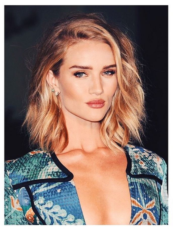 There's no denying that Rosie Huntington Whiteley was the belle of the ball at Thursday's Griffith Observatory Burberry fashion show in Los Angeles. The model showed off her layered 'lob' with a perfect hair flip and loose undone waves that complemented her gorgeous facial features. We tracked down the man behind the mane, Christian Wood, who let us in on how he created her style…http://maneaddicts.com/2015/04/18/rosie-huntington-whiteley-hairstyle/ #ManeAddicts #RosieHuningtonWhitely