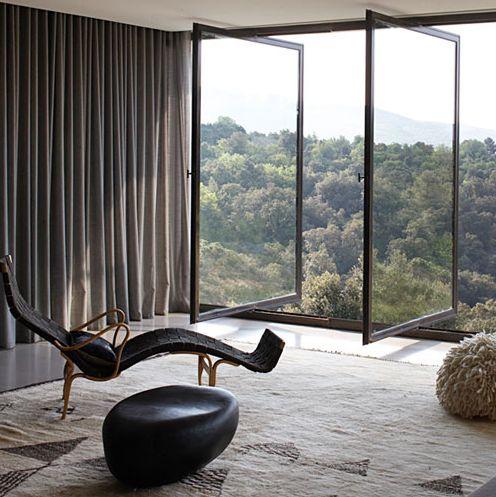 Interesting and good use of the minimalist conceptDoors, Studios Ko, Favorite Places, Dreams, Big Windows, Interiors, Pivot Windows, House, Architecture