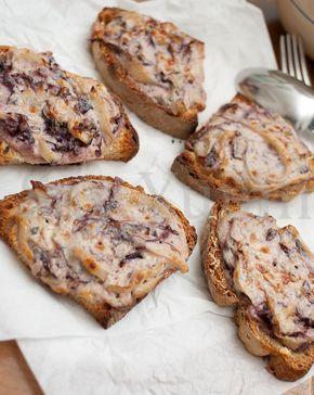 Bread with radicchio e taleggio cheese-Crostini con radicchio e taleggio