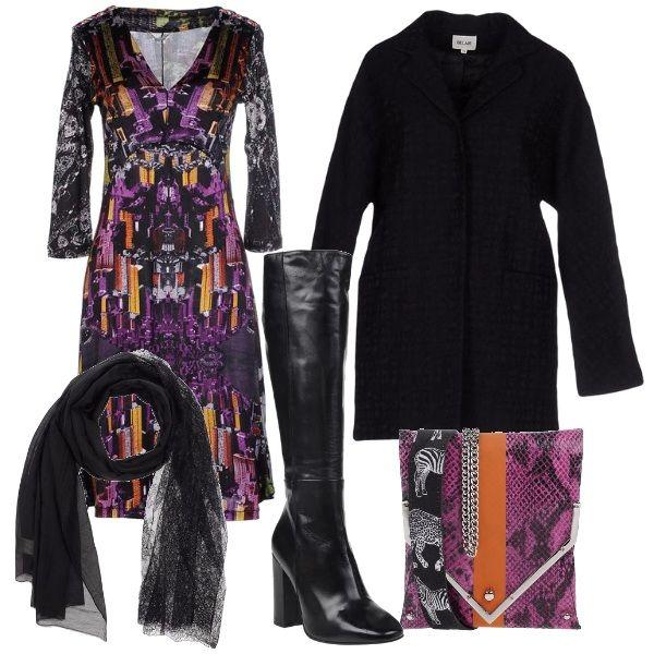 Per questo outfit: vestito dalla fantasia astrattista, stivali neri alti in pelle con tacco largo, cappottino nero dal taglio minimal, borsetta quadrata con catenella che riprende i colori del vestito. Meravigliosa sciarpa nera a completare il look.
