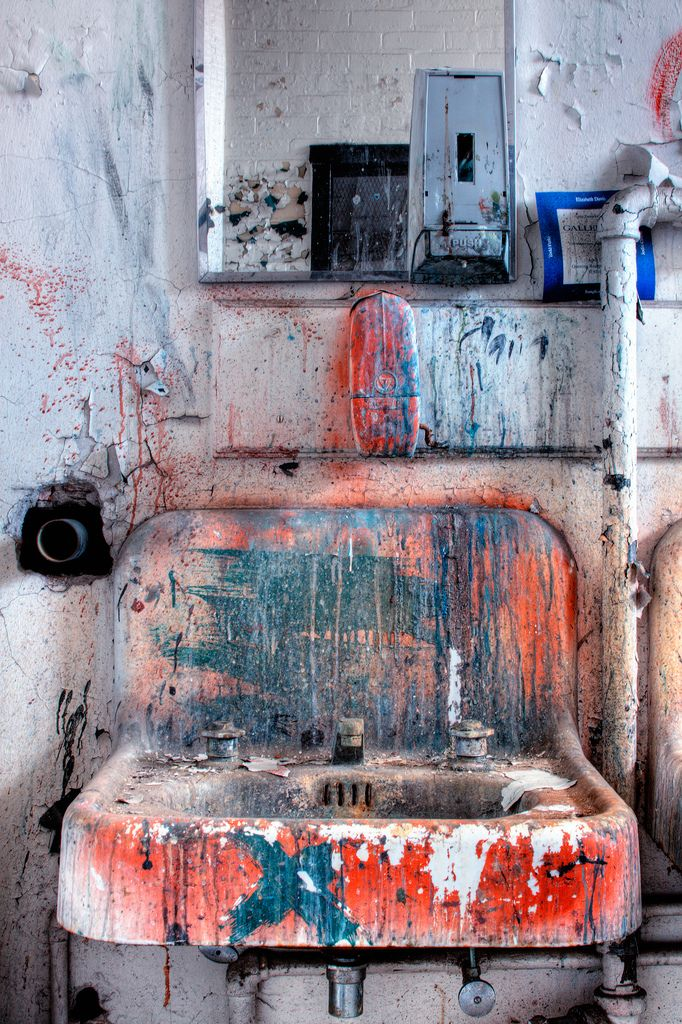 Art studio sink! You know you have worked hard when your sink looks like this! #artstudio #paintingstudio