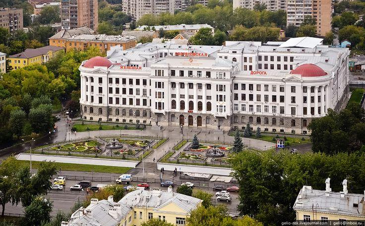 Управление Свердловской железной дороги. Здание 1928 года постройки.